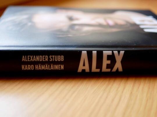 Kuva, jossa kirjan kirjoittajien nimet.
