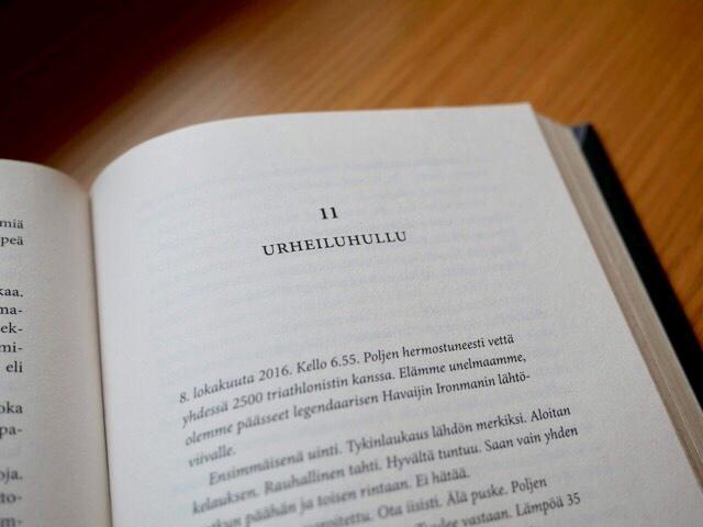 Kuva, jossa kirjan aukeama.