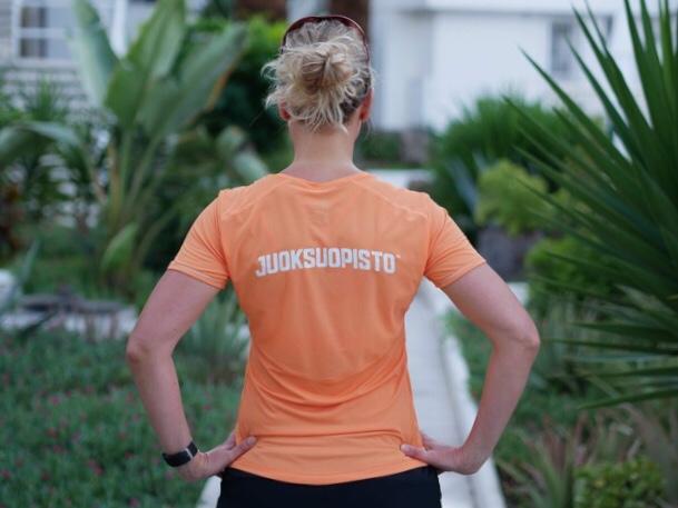 Kuva, jossa Juoksuopiston paita.