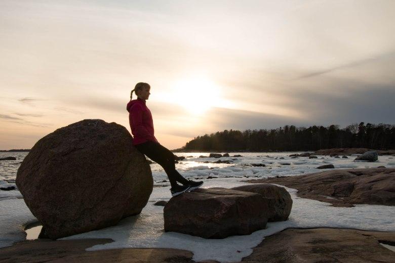 kuva, jossa kivenlohkare ja laskeva aurinko