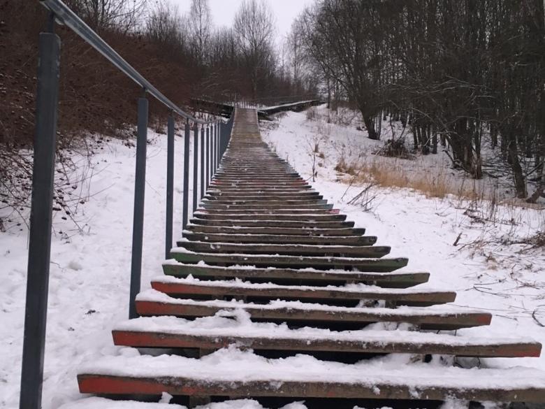 Kuva, jossa Malminkartanon portaat talvella.