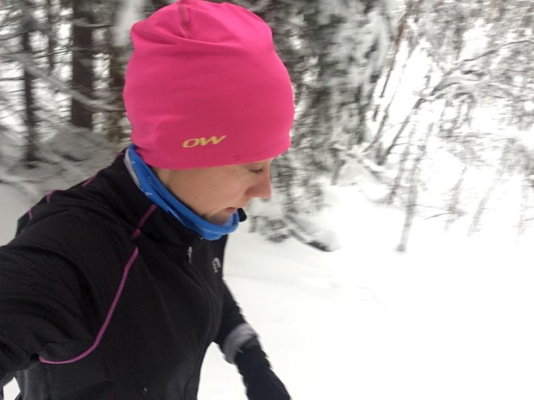 Kuva, jossa juostaan talvella.