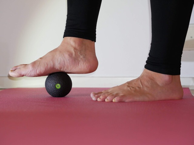 Kuva, jossa pallo hoitaa plantaarifaskiittia.