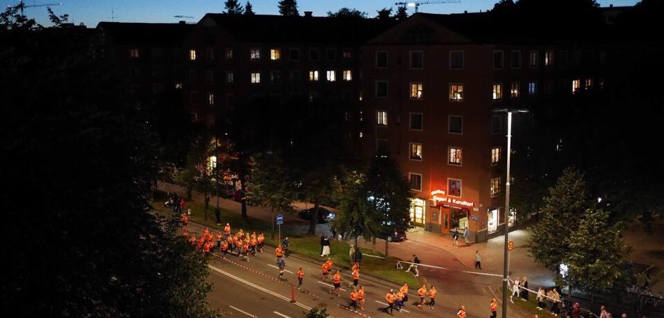 Kuva, jossa juoksijoita Tukholmassa.