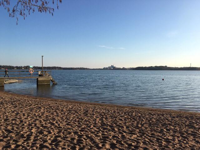 Kuva, jossa ranta ja laituri.