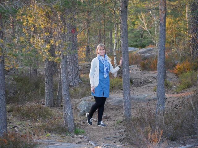 kuva, jossa polku ja puita