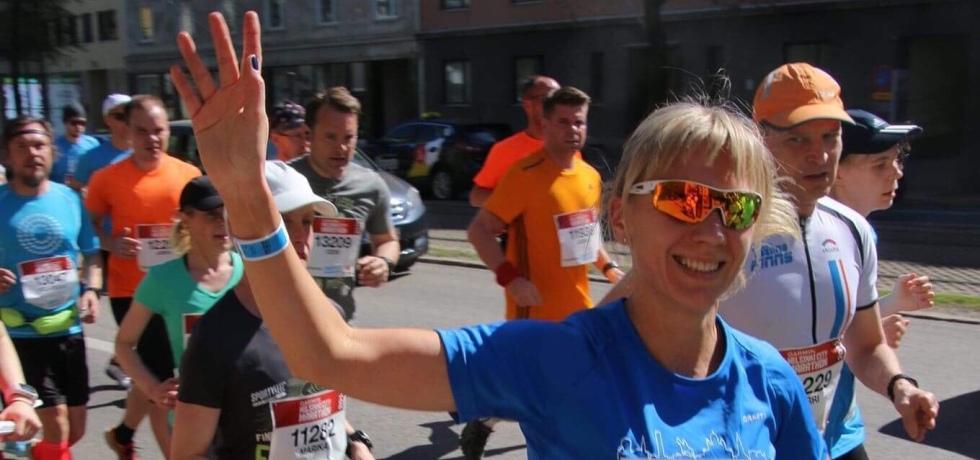 Kuva, jossa maratonjuoksija