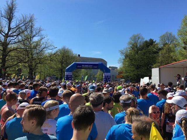 Kuva, jossa maratonin alku