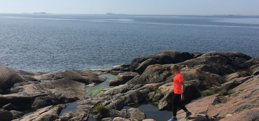 Kuva, jossa Suomenlinna ja meri
