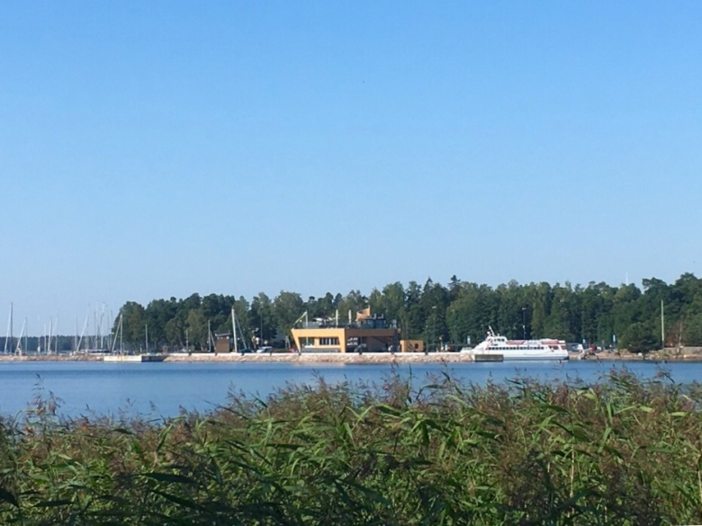 Kuva, jossa Nokkalan Majakka merelta pain nahtyna.