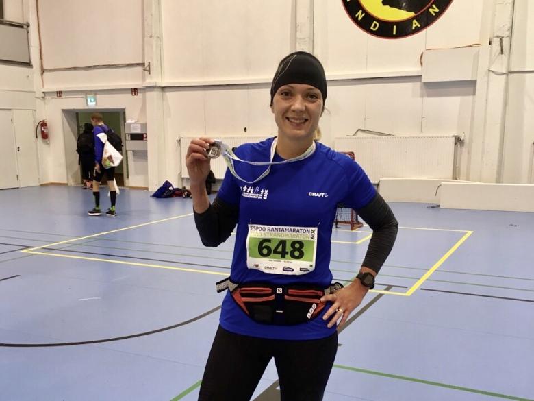 maraton juoksija mitali