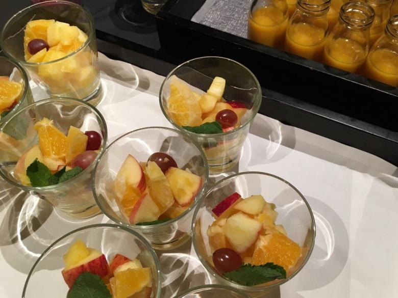 hedelmasalaatti lasissa