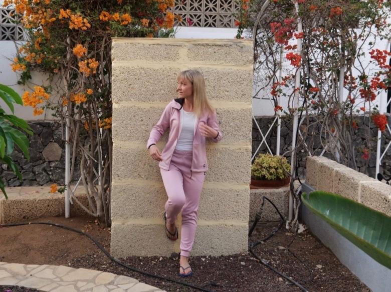 vaalenpunainen oloasu teneriffalla marraskuussa