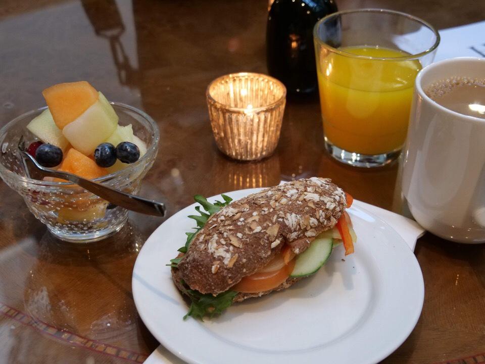 hotellin aamupala