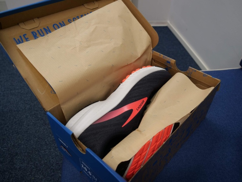 brooks launch 7 paketissa
