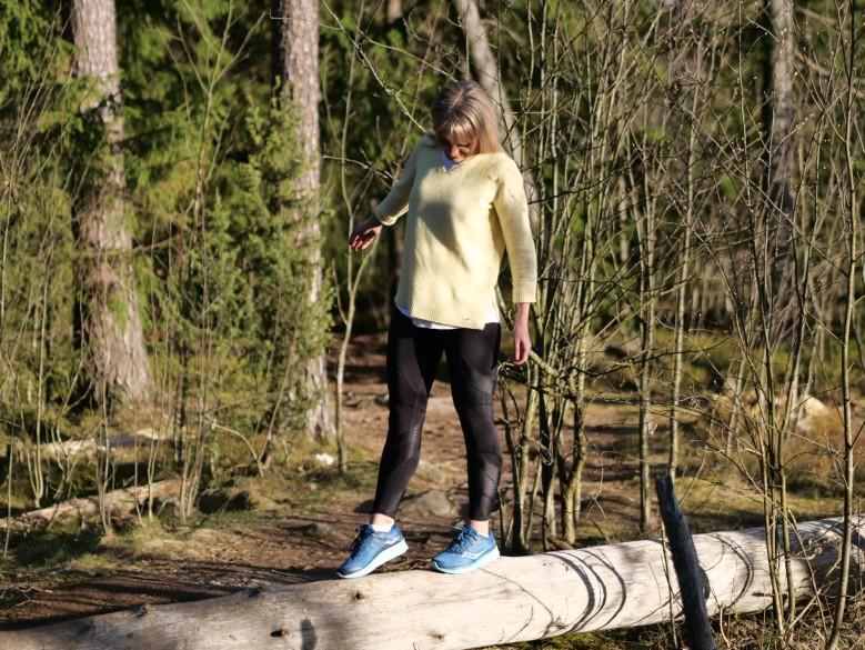 tasapainoilua puunrungolla