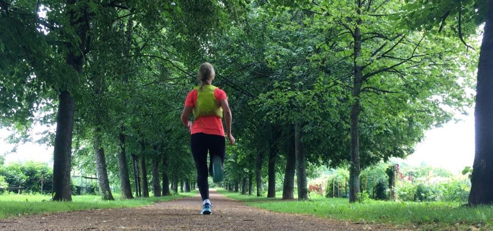 puukuja juoksija juoksuliivi
