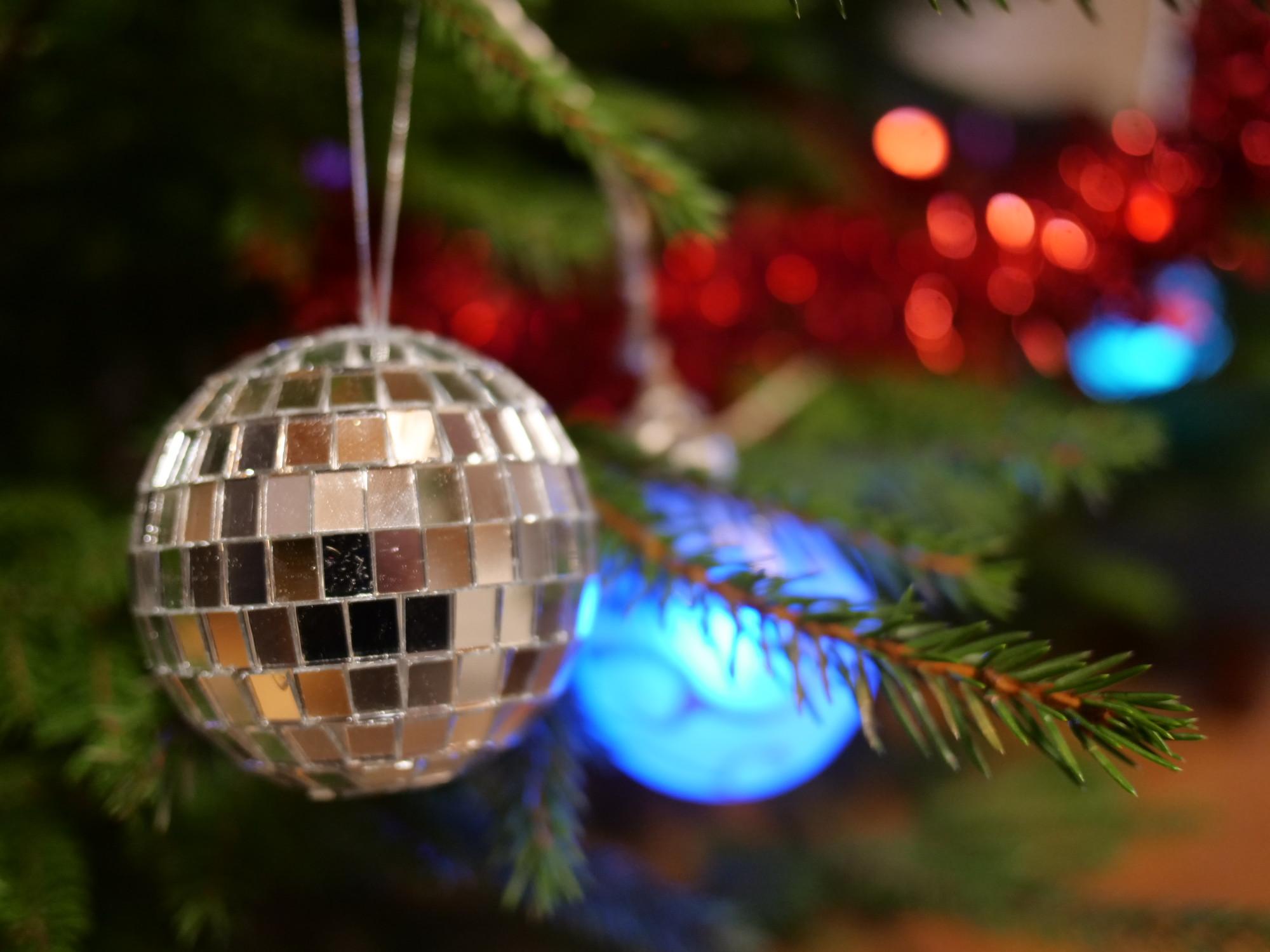 peilipallo joulukuuseen