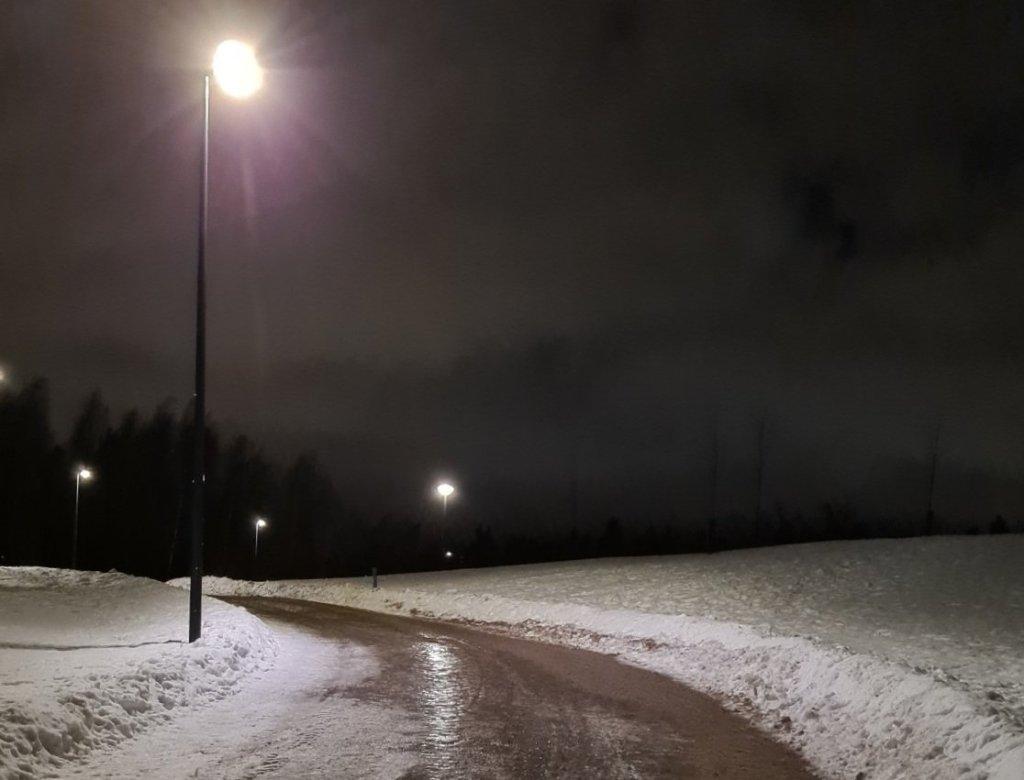 kuva, jossa jaata tiella