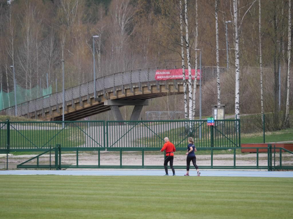 juoksijoita leppavaaran stadionilla