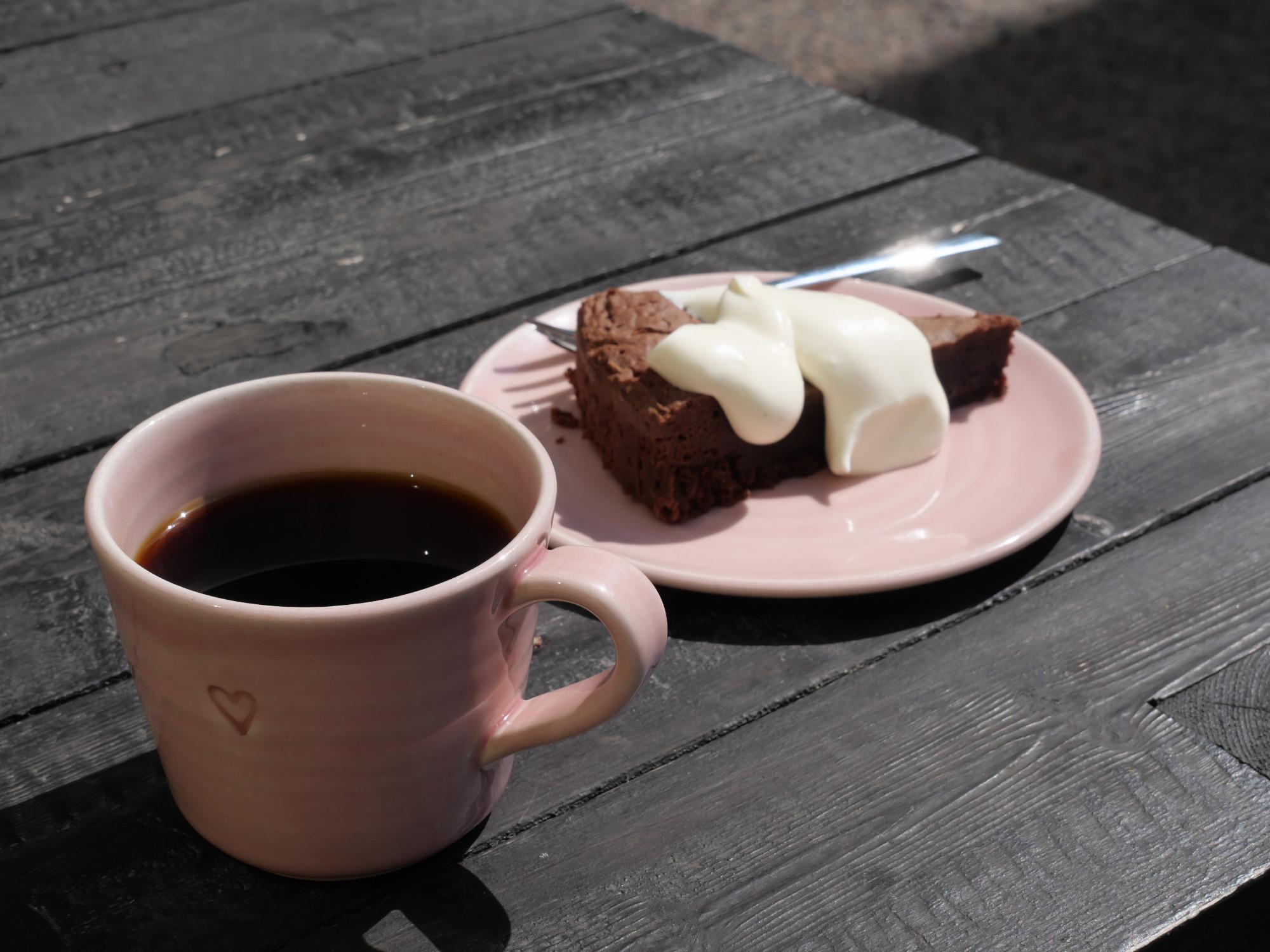 suklaakakku ja kahvi