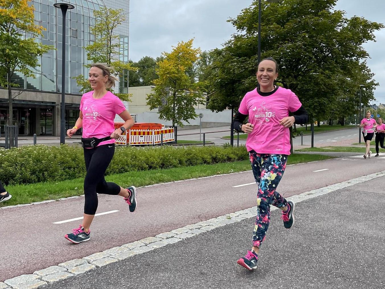 naisten kymppi juoksijoita